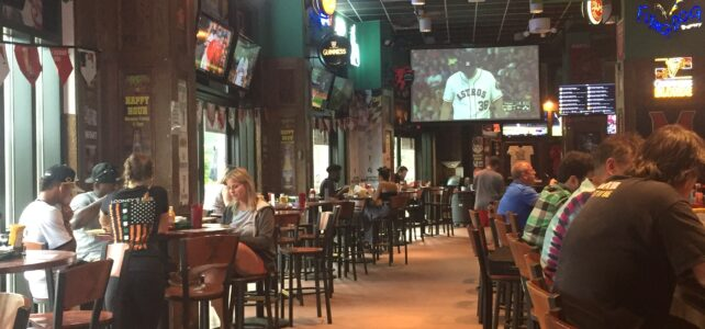 Looney's Pub: A Spot for Sports, Karaoke, Trivia, and Delicious Food